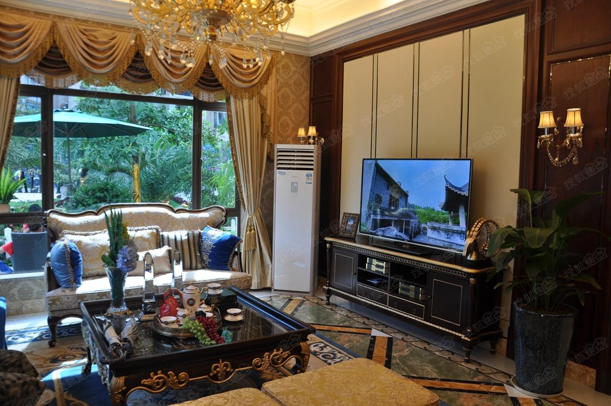 碧桂园翡翠湾251平米别墅样板间—客厅