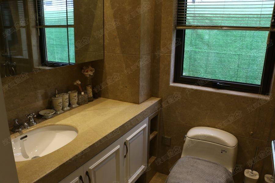 d1户型128平三房样板间-卫生间